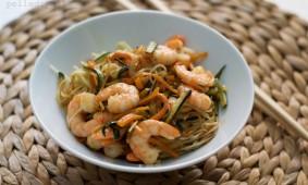Noodles con verdure e gamberoni