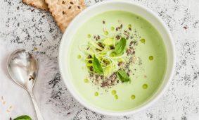 Zuppa di broccoli con semi di lino
